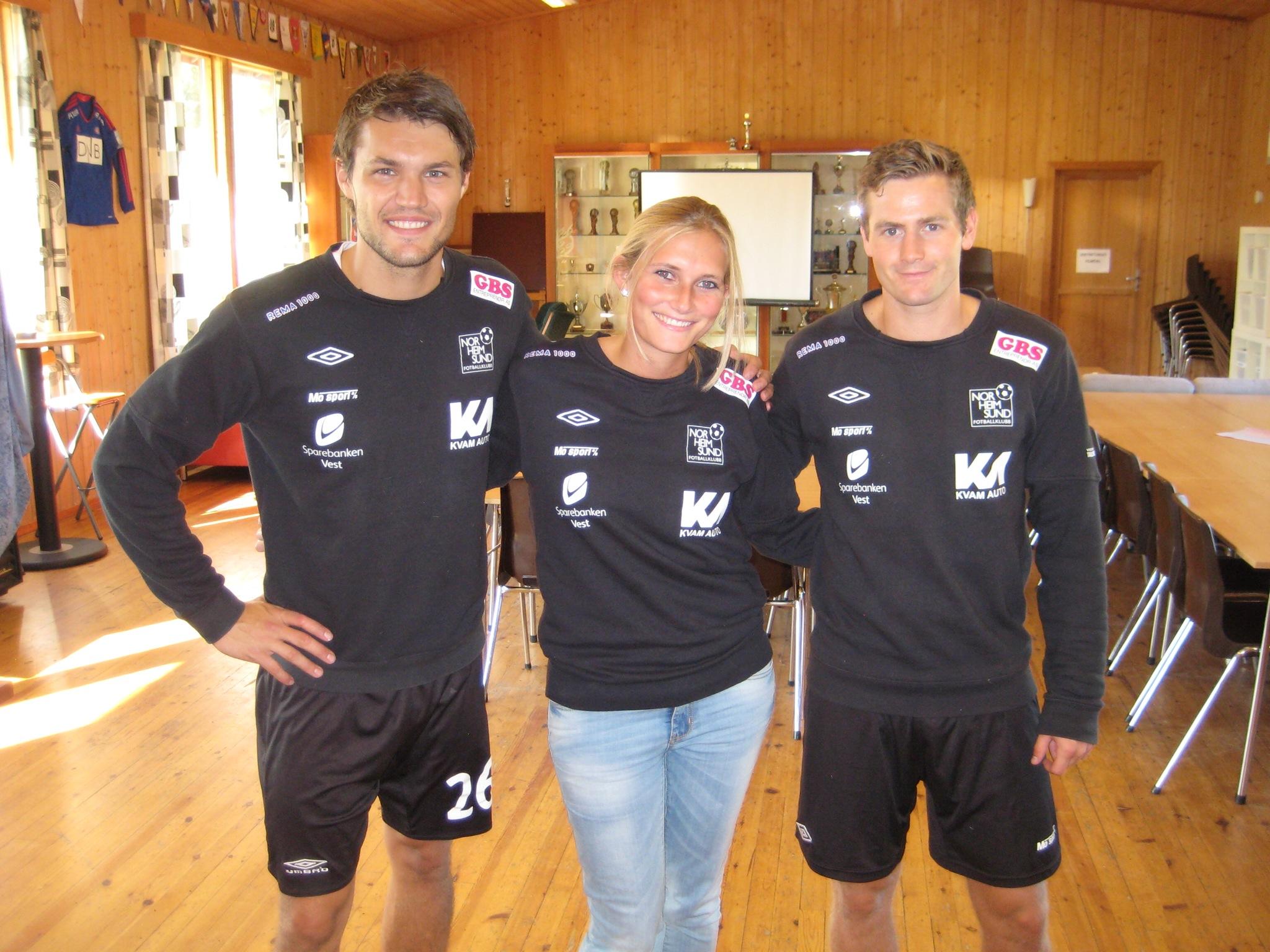 Instruktørane Eivind Madsen (til høgre) og Christian Kjosås, og medarbeidar Kirsten van Dijken