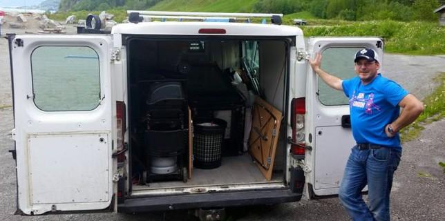 James Black stod for transport av telt, kjøleskåp og frysar frå klubbhuset!